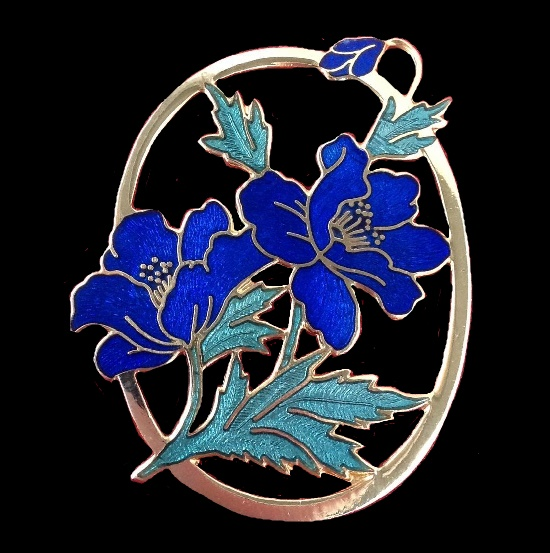 Blue flower brooch of gold tone, 24 gold, cloisonne enamel, gilded brass. 5 cm. 1980s. Signed Fish