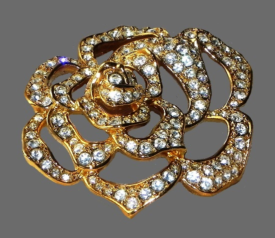 Crystal rose brooch. Gold tone metal, Swarovski crystals. 5 cm