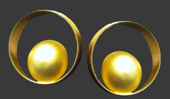 Geometric design ball inside a ring earrings of gold tone