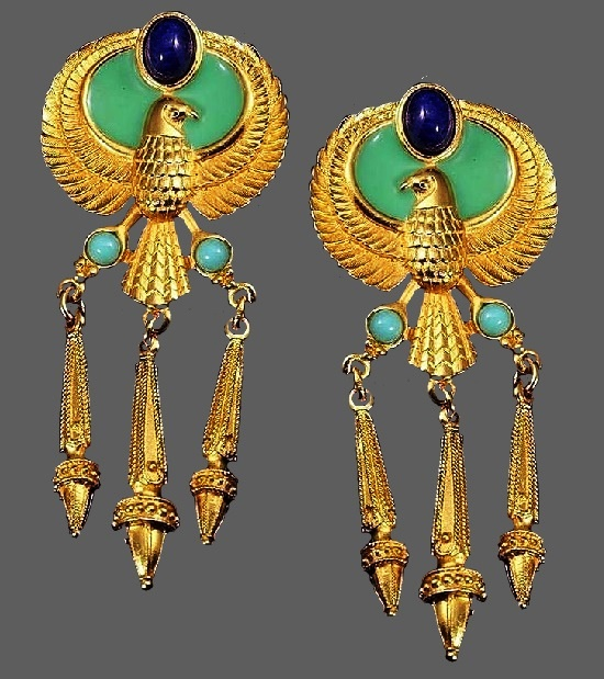 Gorgeous clips from Egyptian Style Collection, 1993. 22 K gold, enamel, lapis lazuli and turquoise. 7.5 cm