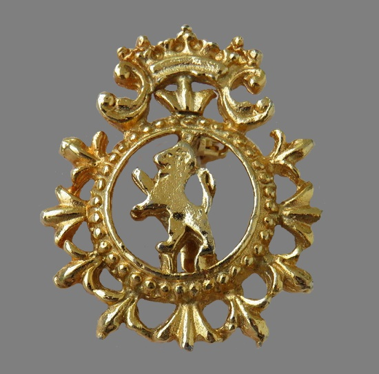 Heraldic brooch of golden tone. 3.3 cm, 1960s