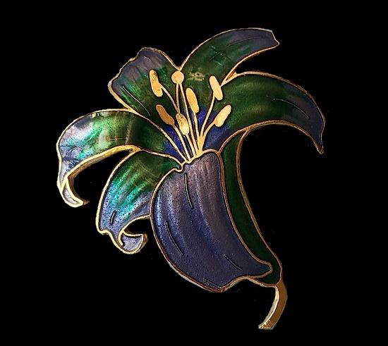 Lily brooch of golden tone, enamel cloisonne, 5 cm. 1970s