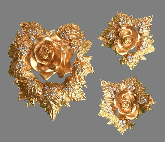 Passion flower set of brooch and clip on earrings. Gold tone metal, crystals. 1980s. brooch 6 cm, clips 4 cm
