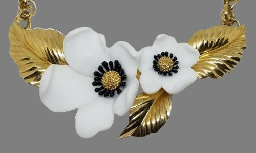 White Lucite Dogwood Flower Gold Tone Necklace, pendant 11 cm