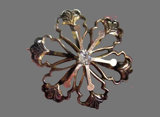 Antique flower design brooch. 10 K gold, crystal