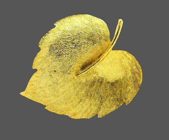 Autumn leaf brooch of textured gold tone metal