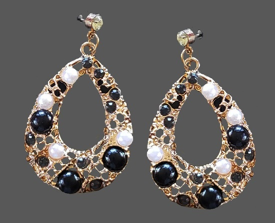 Beautiful teadrop shaped earrings. Faux pearl, glass cabochons, beads