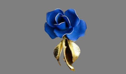 Blue rose brooch. Gold tone metal, enamel