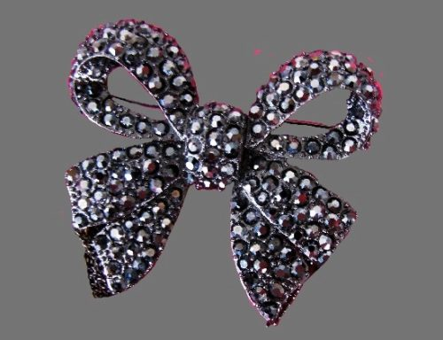 Bow Vintage brooch. Gunmetal, Czech crystals