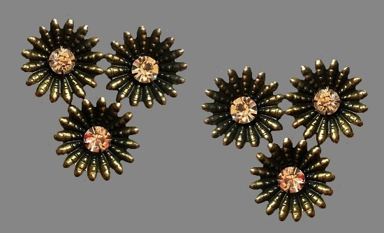Brass flower with rhinestones clips