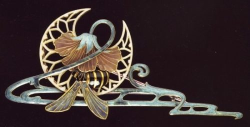 Brooch with a hornet, 1901. Gold, enamel. Victoria and Albert Museum, London