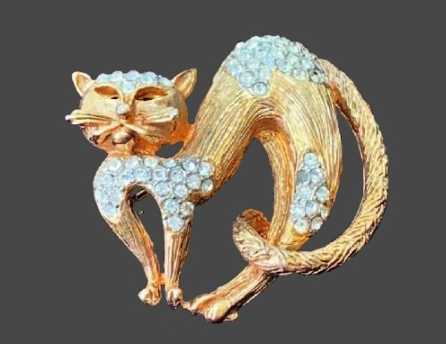 Cat brooch pin. Gold tone textured metal, clear rhinestones