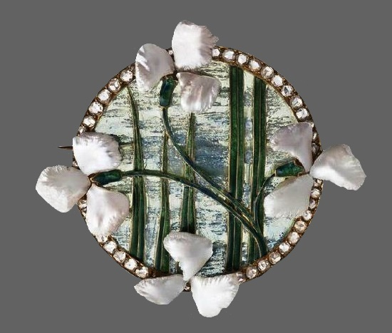 Clover round brooch. Mother of pearl, pearls