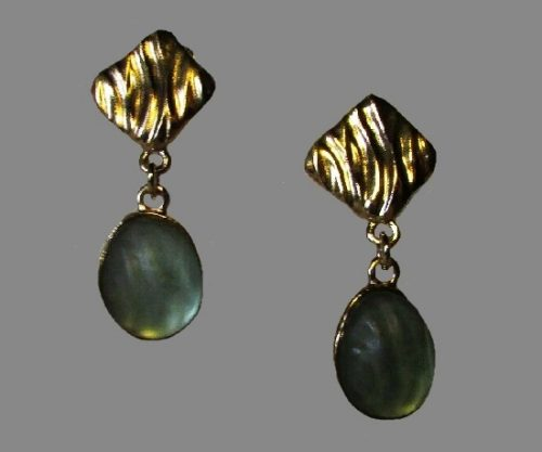 Dangle earrings. Gold tone metal, lucite