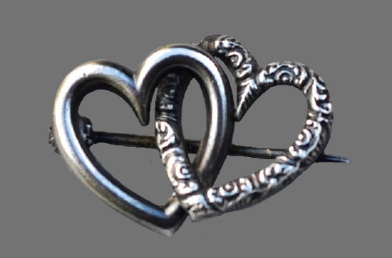 Double heart openwork pin of sterling silver