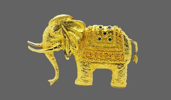 Elephant brooch. Textured gold tone metal