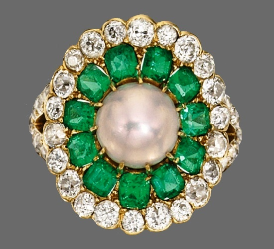 Emerald, diamond and gold ring. Circa 1910