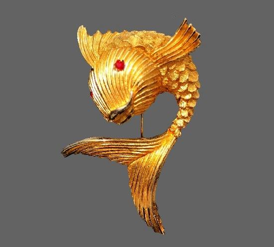Fish brooch. Gold tone textured metal, 1960s