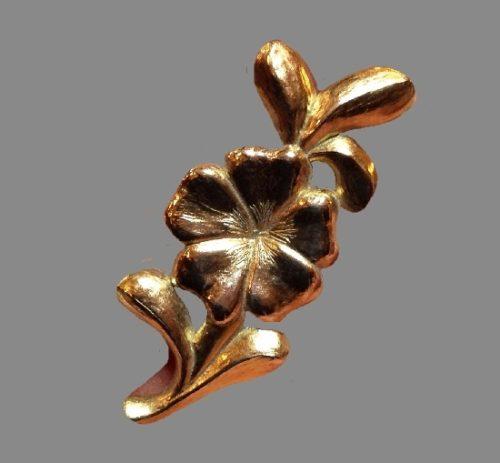 Flower brooch. Gold tone metal, enamel