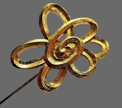 Flower stick pin. Gold textured metal