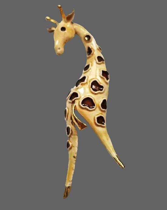 Giraffe brooch pin. Gold tone metal, cream and brown enamel