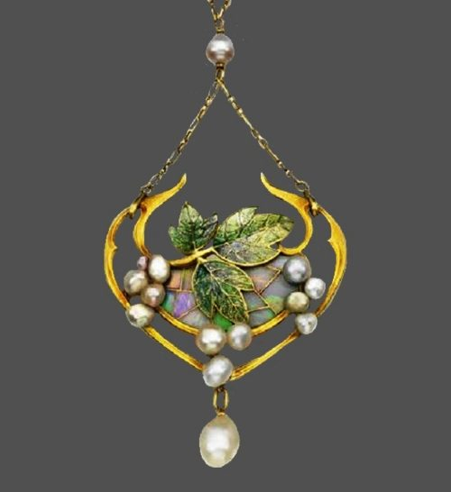 Grape pendant. Gold, pearl, stained glass