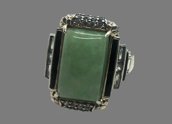 Green jade rectangular ring. 925 Sterling silver
