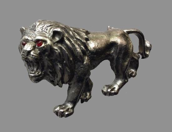 Lion brooch. Pewter