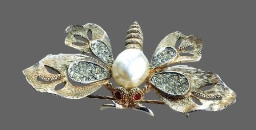 Moth realistic vintage brooch of gold tone metal, faux pearl