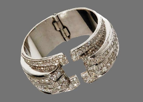 Platinum bracelet with diamonds, 1934