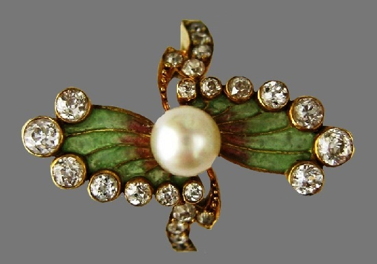Plique-à-Jour enamel brooch. 18 Karat Gold, diamonds, pearls, early 1900s