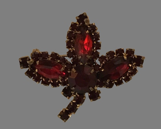 Red crystal three leaf brooch