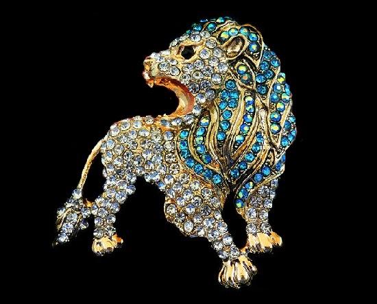 Roaring lion vintage style brooch. Gold tone metal, rhinestones. 6 cm