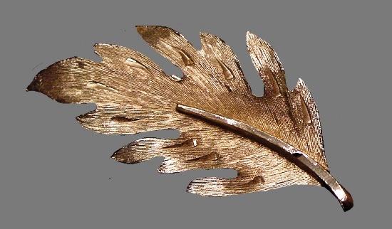 Silver tone leaf brooch. 1950s