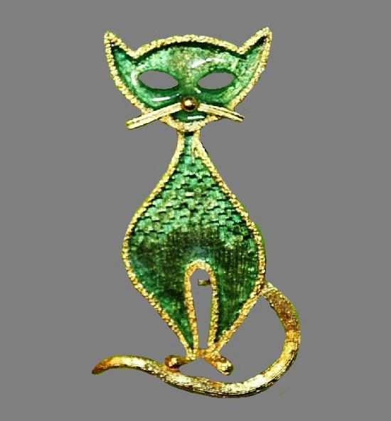 They say the jeweler loved cats, and this cat brooch is one of them, made of gold tone metal, enamel
