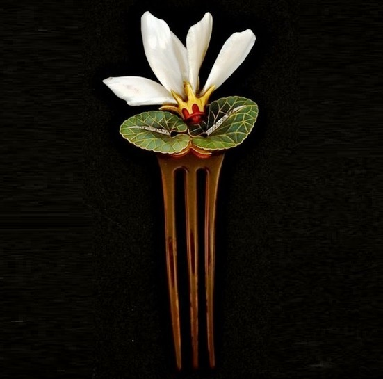 Water lily hair comb