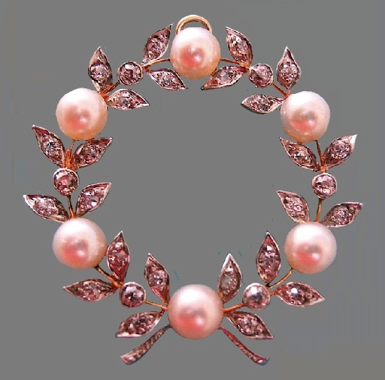 Wreath brooch. Gold, diamonds, pearls
