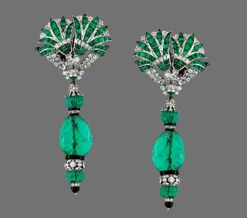 Art Deco' style earrings. Emerald, onyx, diamond. 8cm long