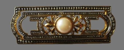 Bar brooch. Gold tone metal, faux pearl, clear crystals