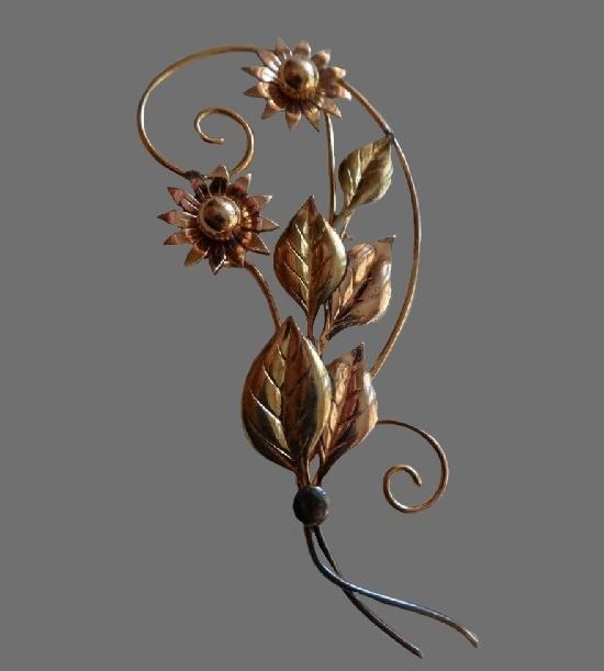 Beautiful vintage 1950s flower brooch. 12 K gold filled