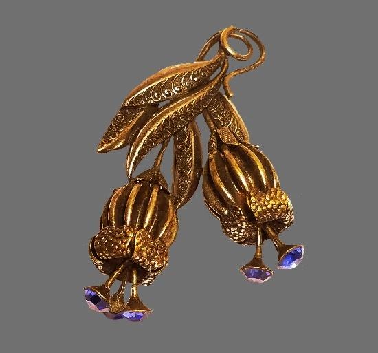 Blue flower brooch. Sapphire blue tone rhinestones, gold tone. 1940s