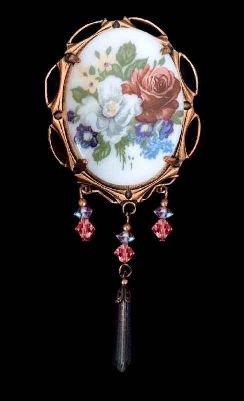Bouquet of flowers handpainted on glass oval brooch. Gold tone metal, charms