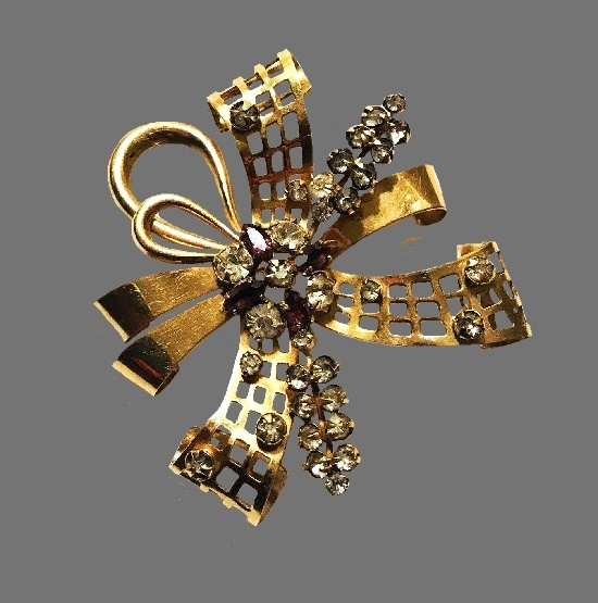 Bow and flower design brooch. 12 K gold filled, purple and clear rhinestones. 1940s