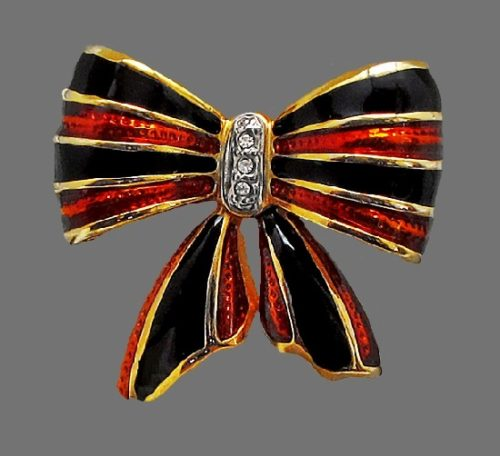 Bow brooch. 14 K Gold, crystals, enamel. 1980s