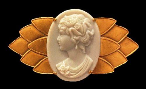 Cameo brooch. Gold tone, art glass