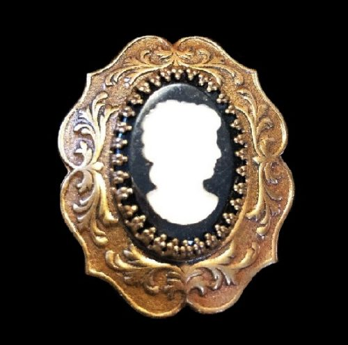 Cameo brooch. Gold tone textured metal, art glass, resin