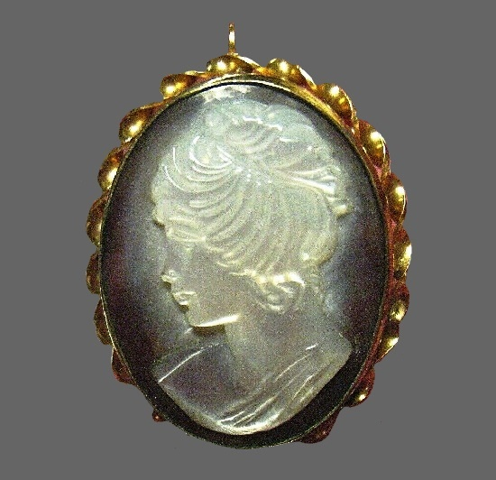 Cameo pendant. 12 K gold filled, abalone