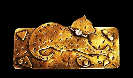 Cat brooch. Textured brass, Aurora borealis rhinestone