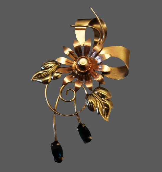 Classic floral design pin. 12 K gold filled, glass stones