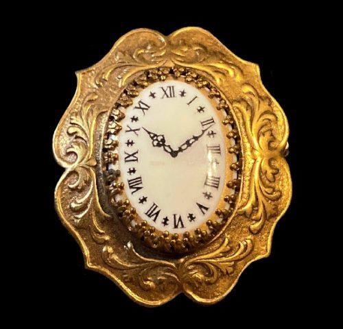 Clock vintage brooch. Gold tone metal, art glass, enamel